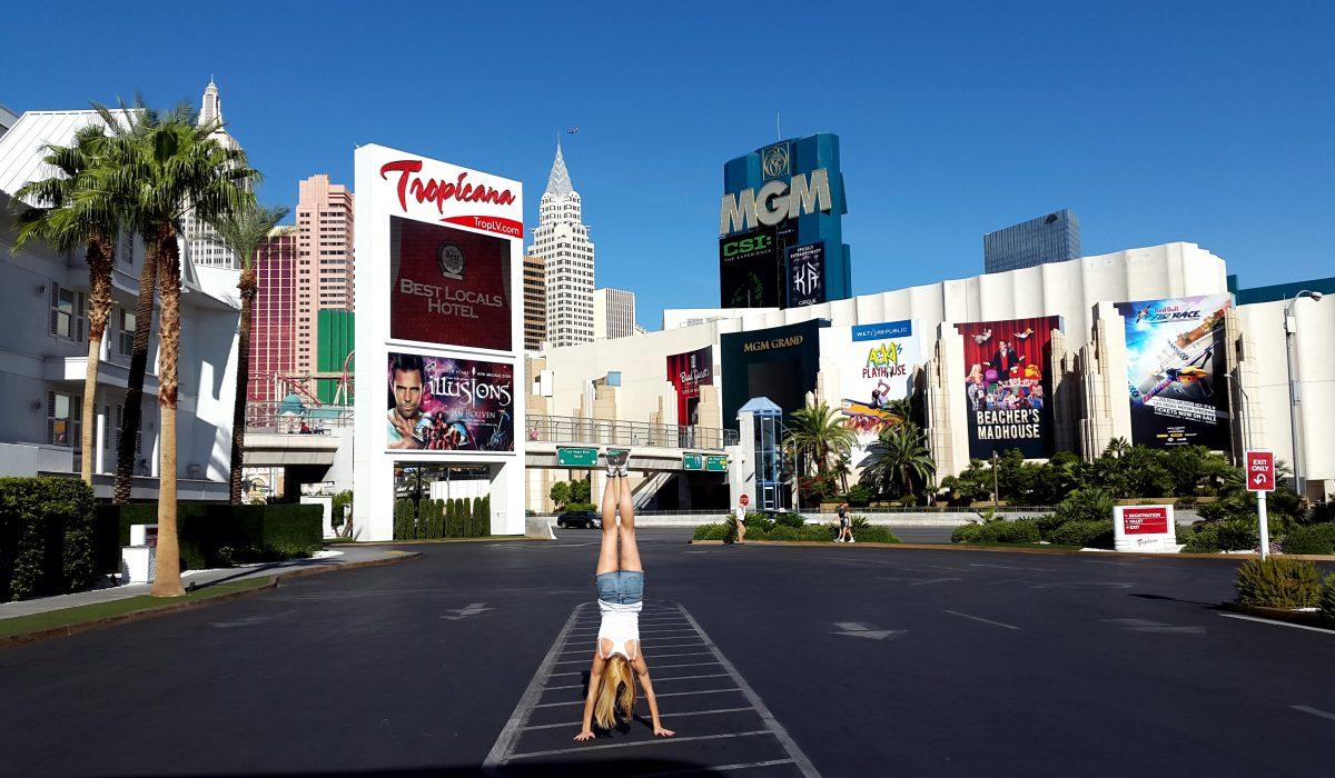 Las Vegas Hand Stand